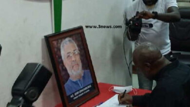 Photo of Mahama to re-sign JJ's book of condolence?