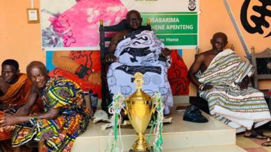 Photo of Chief Of Akyem Asuom, Osabarima Apenteng II Donates GH¢2,000 To Kwaebibirem United